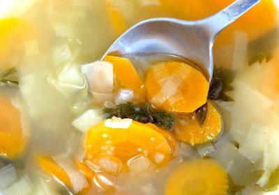 brodo vegetale - ricette di gusto - tradizione italiana